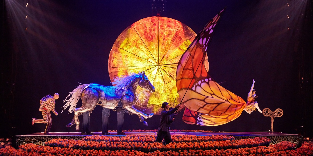 """Luzia"" brings to the stage multiple places, faces and sounds of Mexico."
