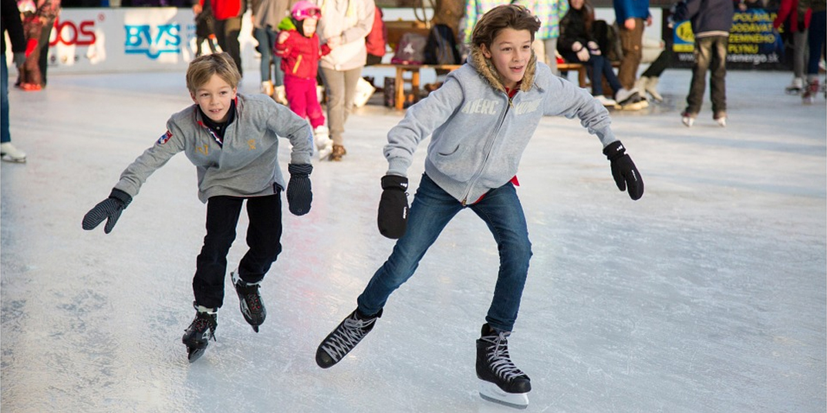 Ice skating is just one of the many wintry activities you can take part in this holiday season in Atlanta. Photo courtesy of Pixabay.